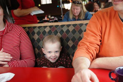 Donna in restaurant