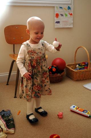 Donna in linen dress