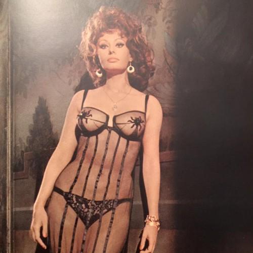 Sophia Loren in costume for Marriage, Italian Style, 1964.  COME ON.
